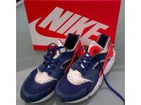 MENS NIKE AIR HUARACHE TRAINERS - UK SIZE 12 / EU SIZE 47.5 - Blue White Orange