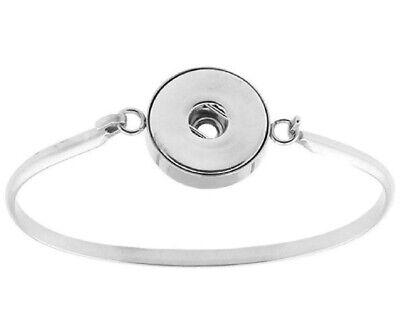 PIZAZZ STUDIOS Stainless Steel Snap Charm Women's Bangle Bracelet