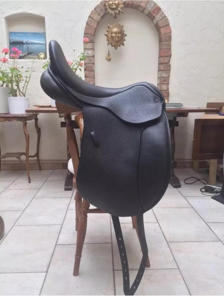 "Paragon Equine Country Dressage Saddle 17"" Medium/Wide"