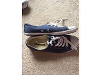 Converse like new hardly worn size 4