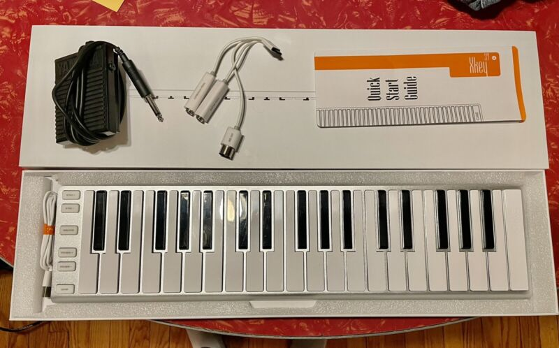 CME XKey 37 Key Mobile Musical Keyboard - Silver - Excellent Condition/With Box