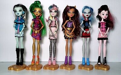 Monster High Scaris Lot of 6 Rochelle Jinafire Frankie Draculaura Ghoulia Dolls