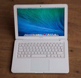 Macbook 2009 - 2010 White Unibody apple laptop in original box