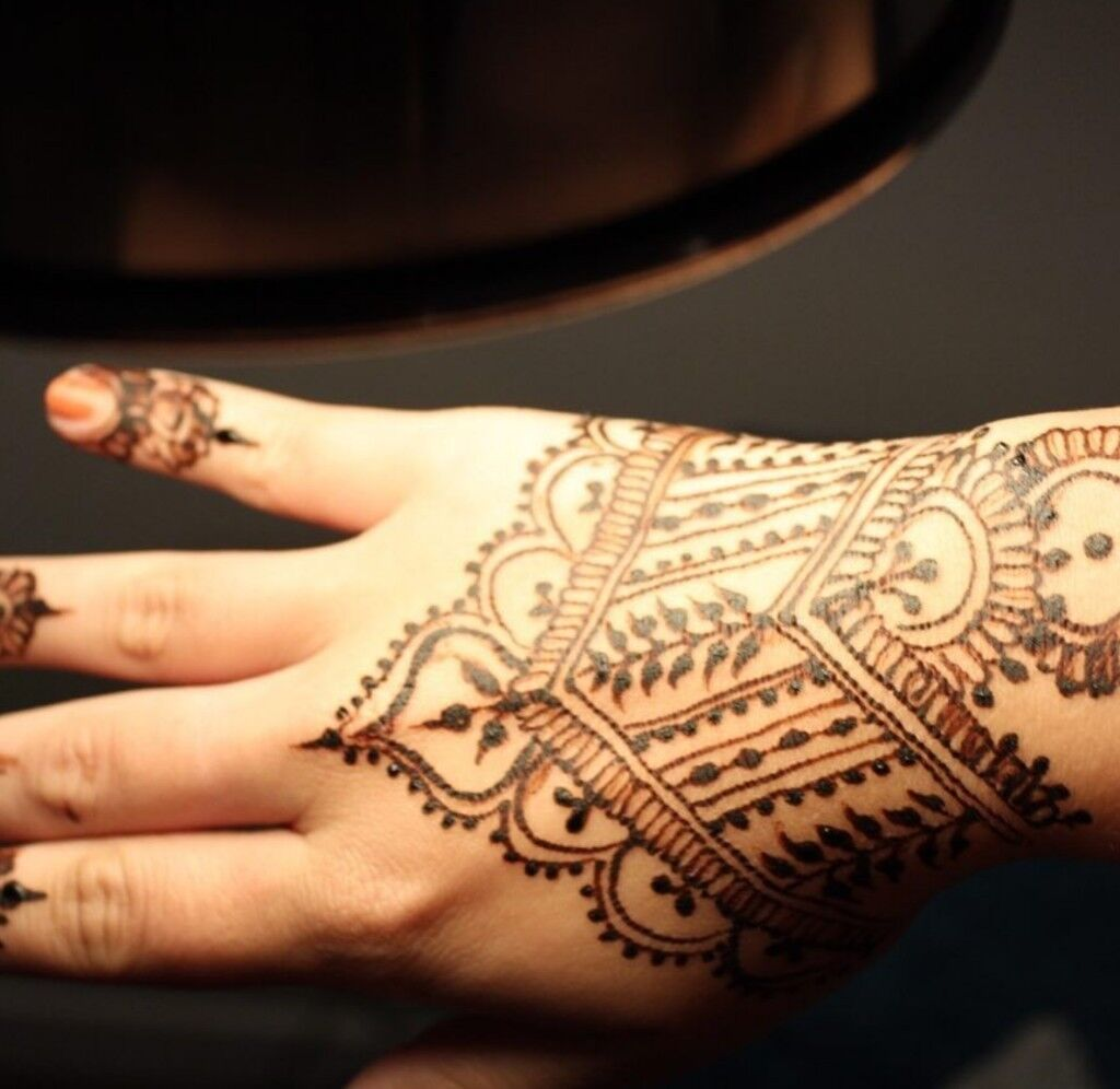 Henna Artist Bookings Anywhere In London In Enfield London