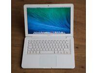 Macbook 2009 - 2010 White Unibody apple laptop in pro original box in full working order