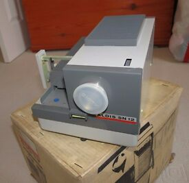 Vintage Aldis SN-12 35mm slide projector