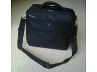 HP Black Laptop bag (fits upto 15.6 inch laptop) varies compartments see pictures good condition