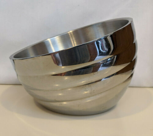 Vollrath® 1-Qt Double-Wall Stainless Steel Angled Beehive Serving Bowl 46584