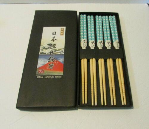 set of 4 chopsticks light blue with white polka dots