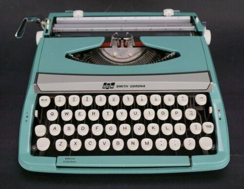 Vintage Smith-Corona Corsair Deluxe Portable Typewriter