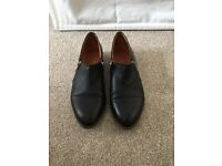 Office black flat leather shoes