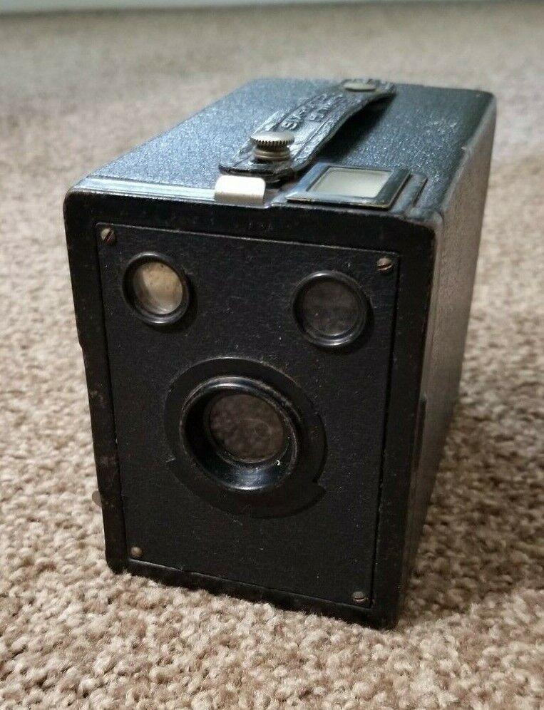 Vintage 1933 Kodak Six-20 Target Hawk Eye Box Camera - $12.00