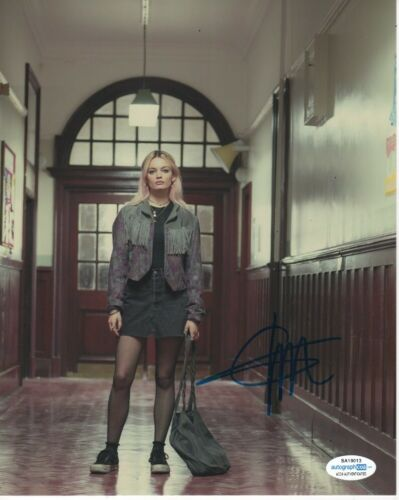 Emma Mackey Sex Education Autographed Signed 8x10 Photo ACOA 2020-2