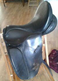 Dressage saddle with flair