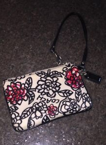 Authentic Coach Poppy Collection Wristlet in Brand new shape
