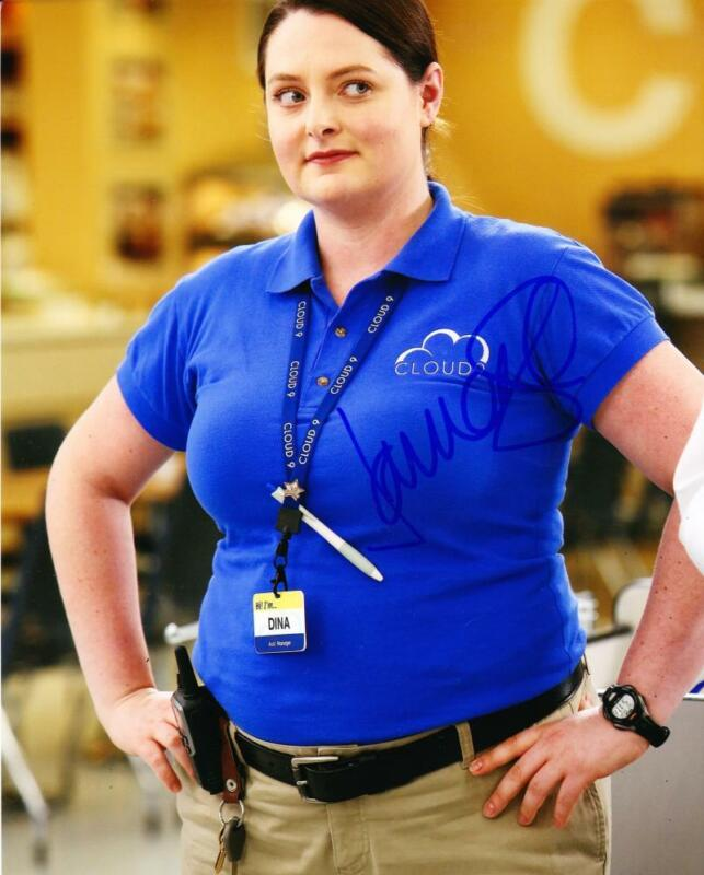 LAUREN ASH SIGNED 8X10 PHOTO AUTHENTIC AUTOGRAPH NBC SUPERSTORE COA C