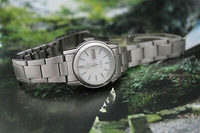 Vintage Seiko 5 ladies watch. 4206 - 0860 April 2001 17 Jewel Automatic.
