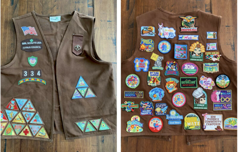 Girl Scout Brownie Vest Uniform 50+ Patches Size Youth Medium