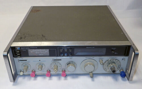 HP/ AGILENT 8640B RF SIGNAL GENERATOR. WORKING and TESTED.