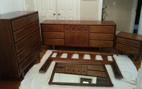 American of Martinsville Walnut Mid-Century Modern Full/Queen Bedroom Suite Set