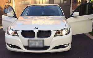 BMW 328 xi All- Wheel Drive Executive Package