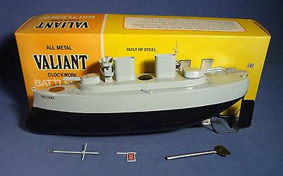 SUTCLIFFE Valiant Clockwork Battleship vintage tin toy box Blech Schiff OVP B171