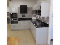 Kitchen, ex-display: MACKINTOSH METRICA GLOSS LIGHT GREY