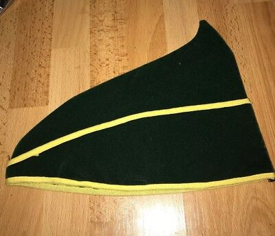 VINTAGE PETER PAN ELF ROBIN HOOD COSTUME HALLOWEEN HAT WITH YELLOW ACCENT (Robin Hood Halloween Costume Accessories)