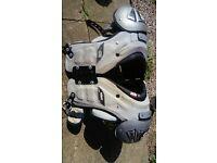 American football pads - large Schutt grey armor flex 80041