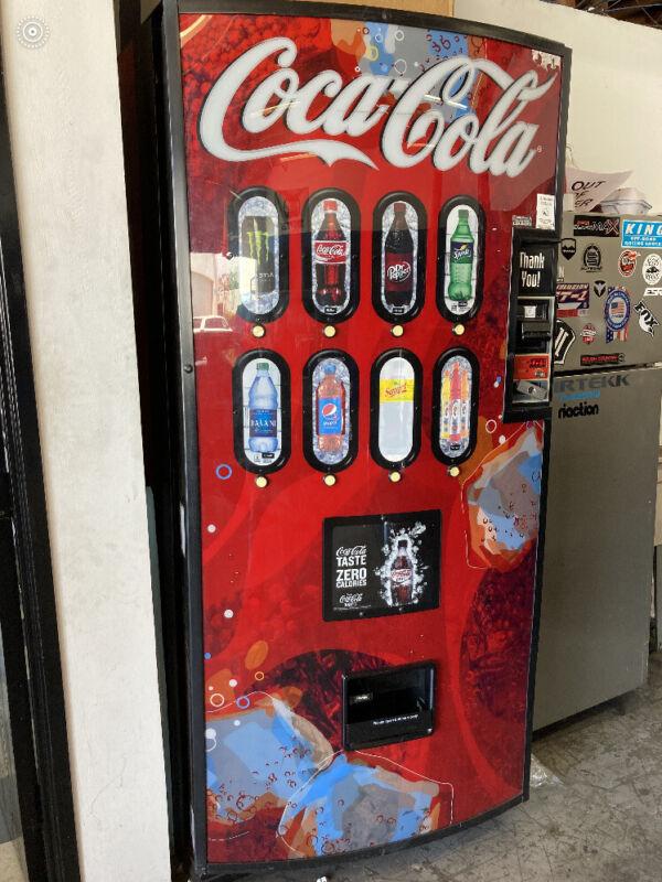 Royal Vendors 804 Drink Soda  Vending Machine Montebello, Pico Rivera Area Cali