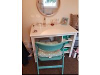 Stylish white dressing table in excellent condition with chair and cushion