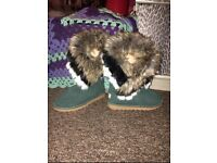 Fur boots forest green Size 40 (6-7)