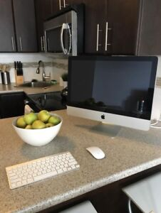 """TRADE OR PURCHASE: 21.5"""" iMac with Wireless Mouse & Keyboard"""