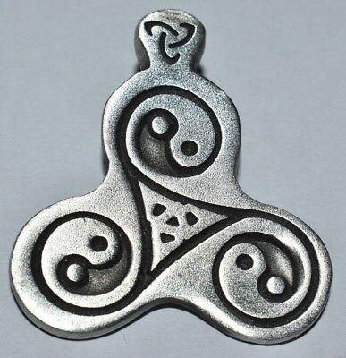 Amulett, Anhänger Triskell mit Yin Yang aus Feinzinn