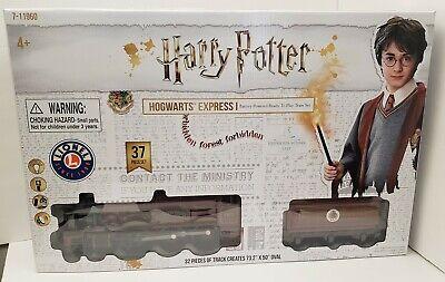 Harry Potter LIONEL HOGWARTS EXPRESS PASSENGER TRAIN SET (Damaged Box)