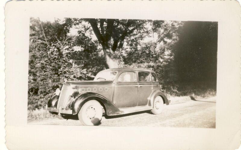 ANTIQUE ORIGINAL VINTAGE PHOTO CAR SUICIDE DOORS VEHICLE PHOTOGRAPH