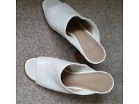 Mark's & Spencer white block heel mule size 6