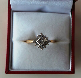 9CT YELLOW GOLD & DIAMOND CLUSTER RING - INSURANCE VALUATION £700 (SN4)