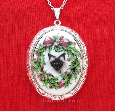Porcelain Christmas SIAMESE CAT in Wreath CAMEO ST Locket Pendant Necklace Gift
