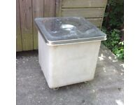 Catering bin on castors , with lid . Used but in good condition .