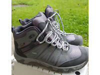 Women's hiking boots. KEEN Waterproof UK 5.5 size. Worn once!