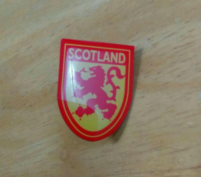 "Scotland Lion Red and Yellow Metal Base Shield Shaped 1"" Lapel Pin.  wj3"