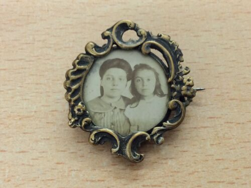 ANTIQUE BRASS FRENCH ART NOUVEAU PHOTO BROOCH PIN 1895