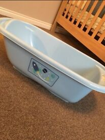 Baby Bath and Bath Seat - Excellent condition!!
