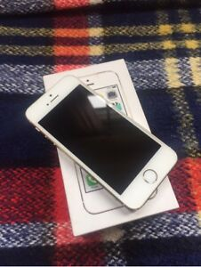 Apple iPhone 5S 16 GB in Gold