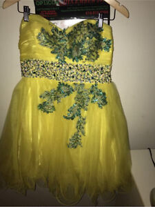 Women's/girls dress in 10/10 condition 45$ or best offer