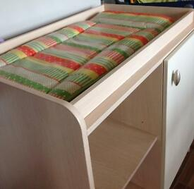 Mamas and papas changing table / unit