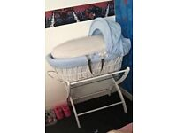 Izzy WotNot Moses basket & stand