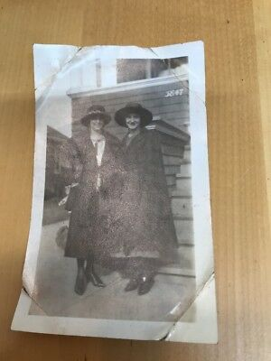 "VINTAGE PHOTOGRAPH 1920'S WOMEN DRESS HAT FASHION OF ERA Arkansas ""us Nuts"""