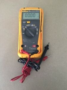 Fluke 79 III True RMS Digital Multi-Meter Multimeter 79III W/ Probes